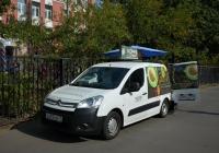 Фургон-кофемобиль Citroёn #О 693 ОВ 77 у избирательного участка . Москва, улица Зои и Александра Космодемьянских