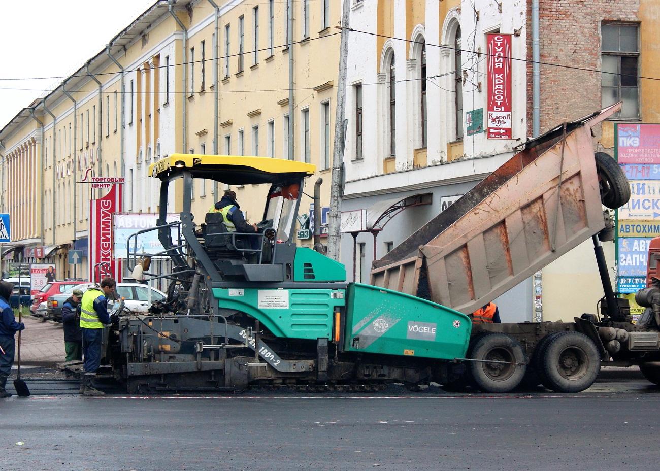 Асфальтоукладчик Vögele Super 1800-2. Псков, Вокзальная улица