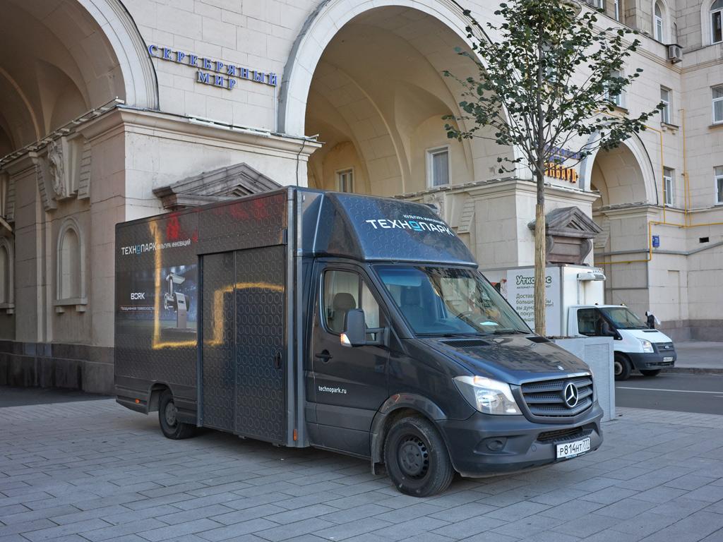 Цельнометаллический фургон на шасси Mercedes-Benz #Р 814 НТ 777. Москва, Ленинградский проспект