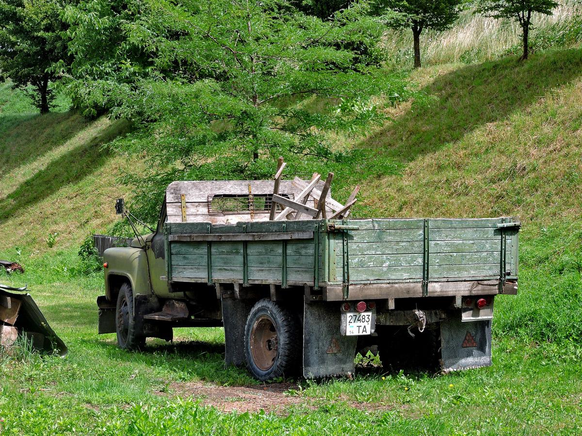 Бортовой автомобиль ГАЗ-52-04 #274-83 ТА. Львовская область, г. Золочев, Тернопольская улица
