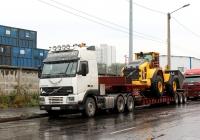 Седельный тягач Volvo FH12.460 #А 687 ВС 178 и фронтальный погрузчик Volvo L150H. Мурманск, Портовый проезд