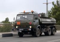Топливный заправщик на шасси КамАЗ #7852 ЕЕ 43. Псков, Крестовское шоссе