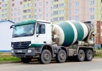 Бетоносмеситель Schwing Stetter на шасси Mercedes-Benz Actros 3241 # К 032 ВР 178. Псков, Коммунальная улица