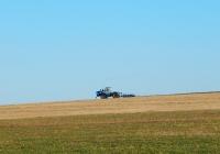 Трактор Т-150К с плугом ПЛН-5-35. Белгородская область, Ровеньский район, Айдарский сельский округ