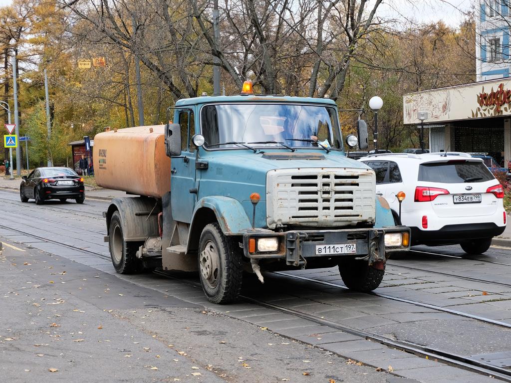Комбинированная дорожная машина КО-829Д на шасси ЗиЛ-432932 #В 111 СТ 197. Москва, 2-й Полевой переулок