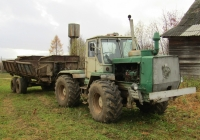 Трактор Т-150К с двухосным прицепом.. Россия, Тверская область, Лесной район, село Михайловское