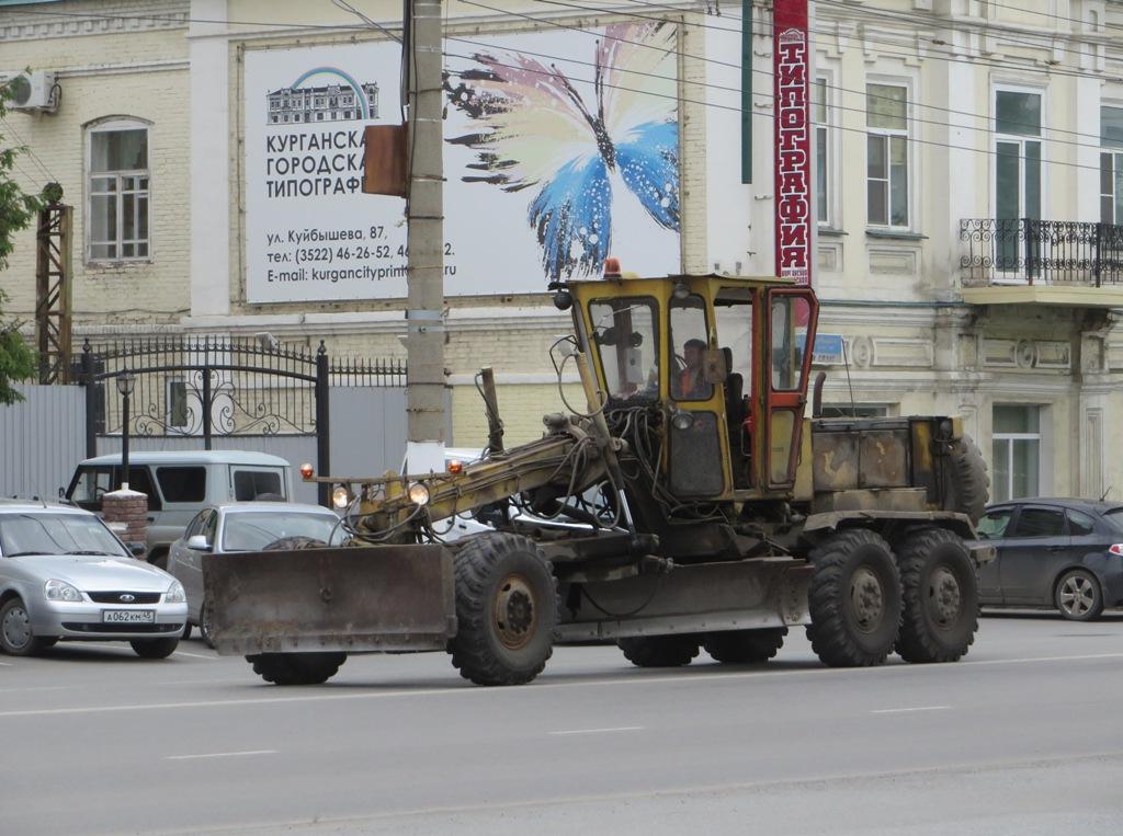 Автогрейдер ДЗ-143. Курган, улица Куйбышева