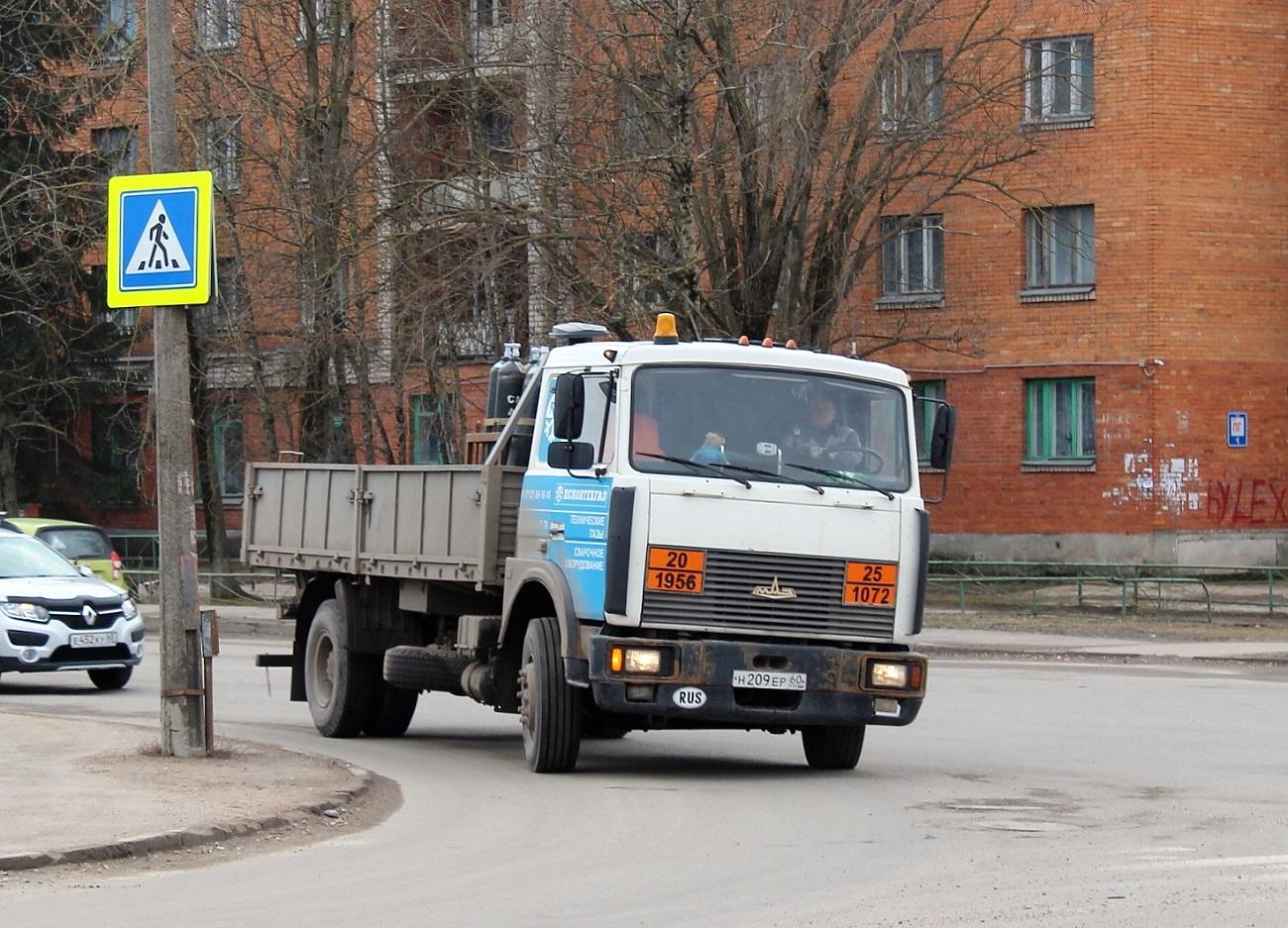 Бортовой грузовик МАЗ-5336А3-320 #Н 209 ЕР 60. Псков, Инженерная улица