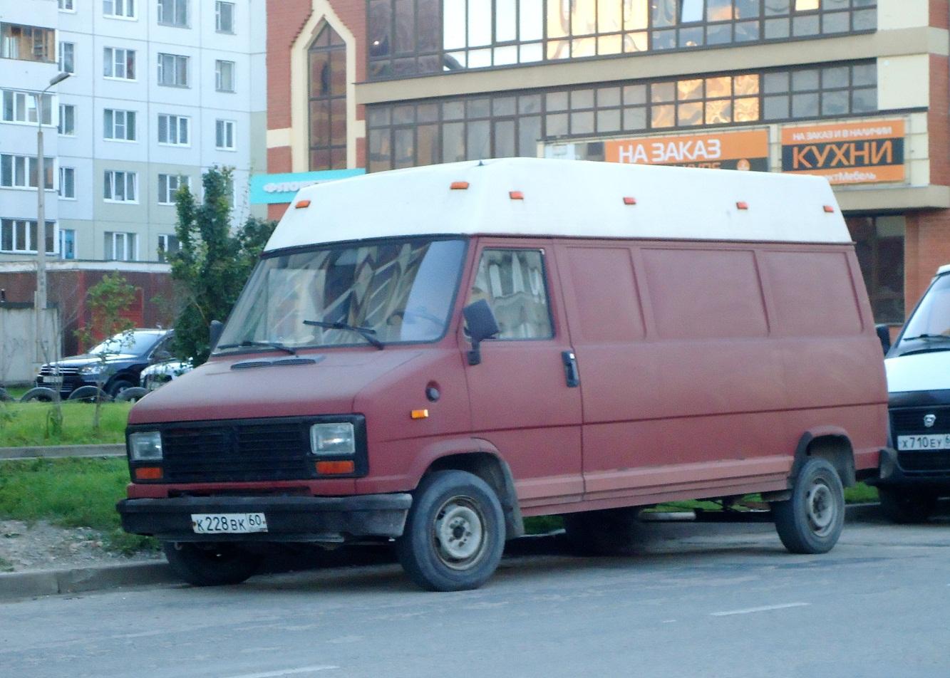 Цельнометаллический фургон Peugeot J5 #К 228 ВК 60. Псков, улица Рокоссовского