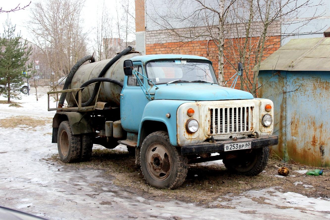 КО-503В на шасси ГАЗ-53-19 #В 253 ВР 60. Псков, Звездная улица