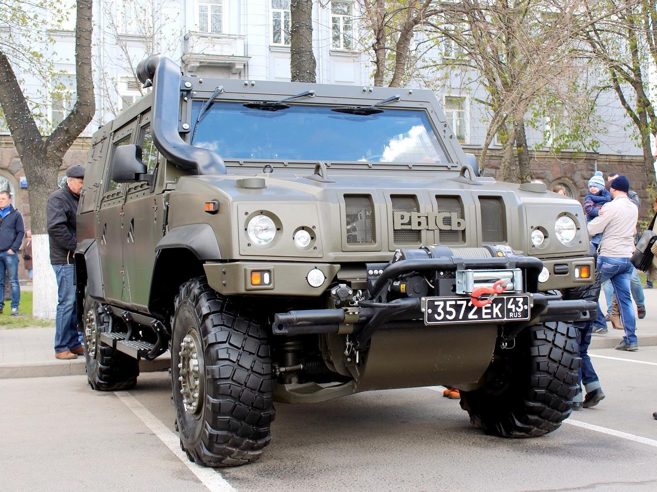 Бронеавтомобиль Iveco LMV Рысь 65Е 19 WM #3572 ЕК 43. Псков, Октябрьская площадь