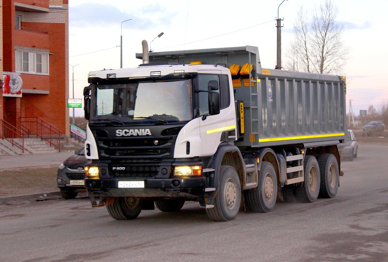 Самосвал Wielton на шасси Scania P 400 #М 262 КК 60. Псков, улица Труда