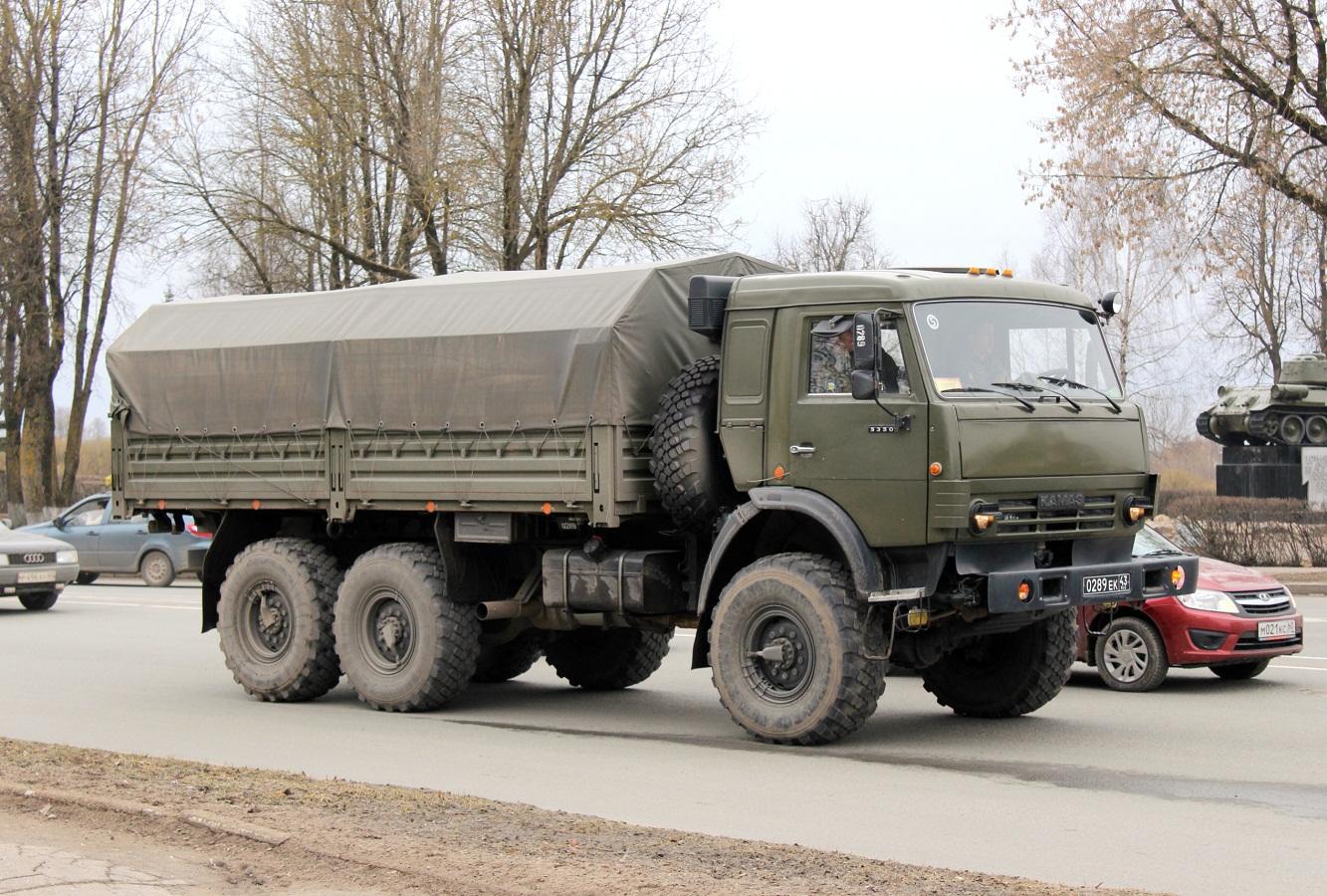 Бортовой грузовик КамАЗ-5350 #0289 ЕК 43. Псков, площадь Героев Десантников