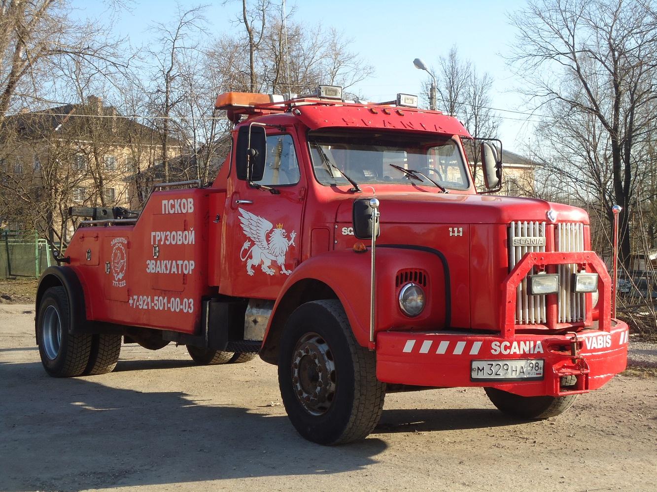 Эвакуатор на шасси Scania  LS 111S46 #М 329 НА 98. Псков, улица Леона Поземского