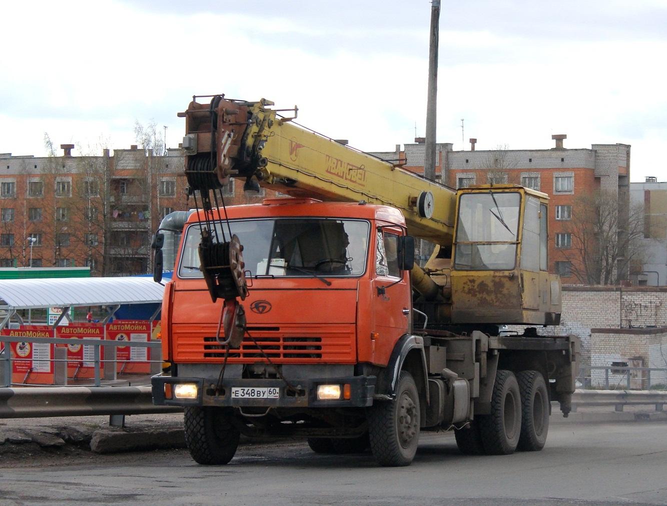 Автокран КС-54711-1 Ивановец на шасси БАЗ-8029 #Е 348 ВУ 60. Псков, Индустриальная улица