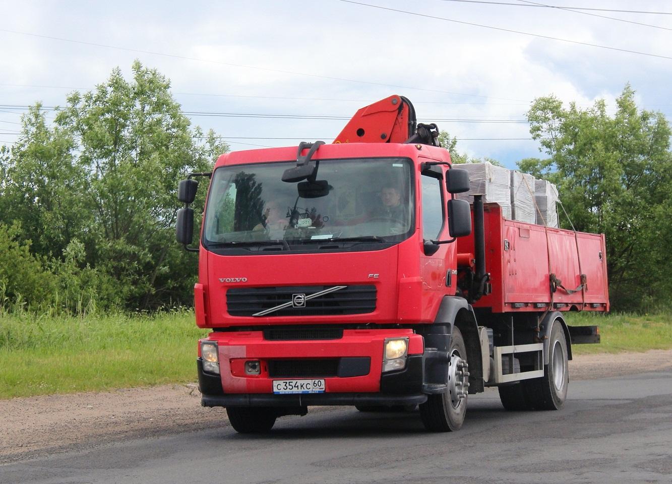 Бортовой грузовик Volvo FE с КМУ Palfinger #С 354 КС 60. Псков, Инженерная улица