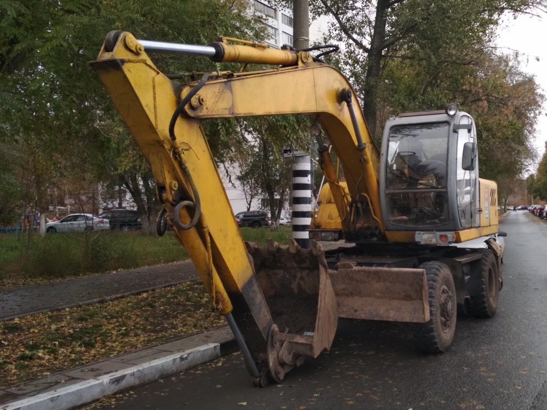 экскаватор. г. Самара, ул. Лесная