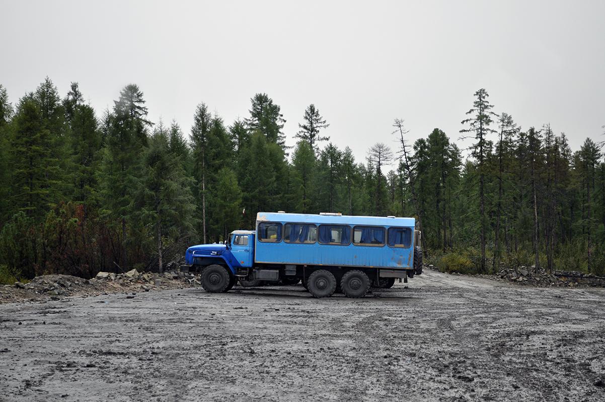 Вахтовый автобус Урал-3255. Республика Саха(Якутия), Эльгинский угольный разрез