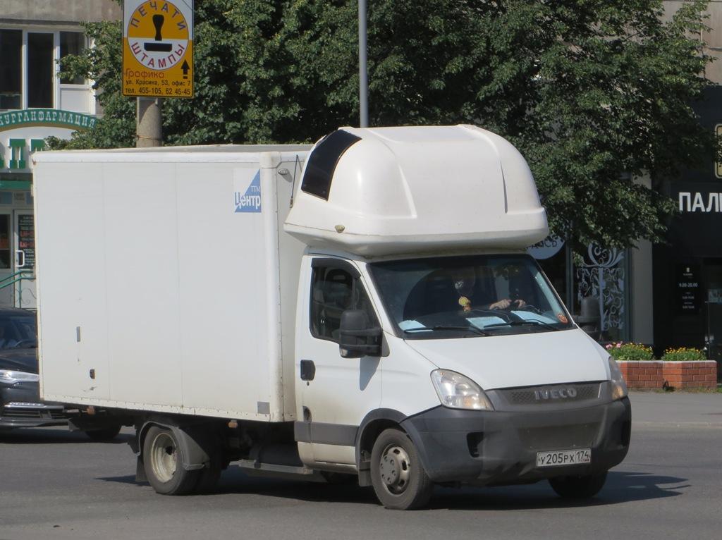 Фургон АФ-374214 на шасси Iveco Daily #У 205 РХ 174.  Курган, улица Куйбышева