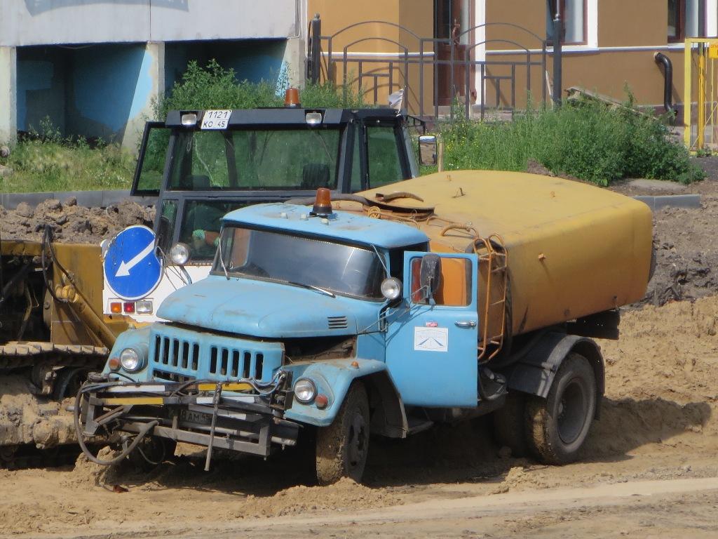 Комбинированная дорожная машина КО-713-01 на шасси ЗиЛ-431412  #С 208 АМ 45. Курган, улица Бурова-Петрова