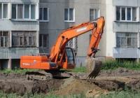 Экскаватор Doosan DX225LCA. Курган, улица Бурова-Петрова