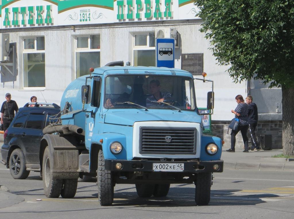 Ассенизационная машина КО-503В на шасси ГАЗ-3307 #Х 002 КЕ 45. Курган, улица Ленина