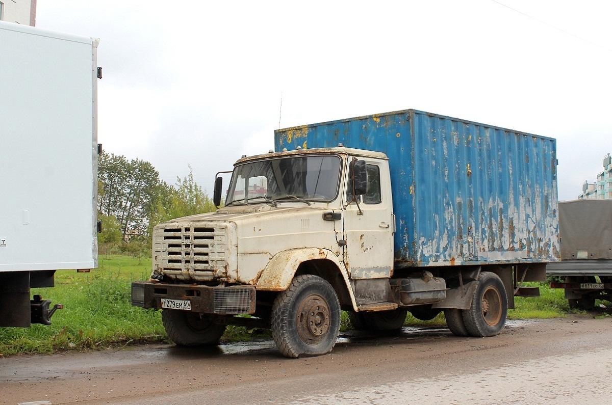 """Фургон 475703 ЗАО """"Апогей"""" на шасси ЗИЛ-433362 #Т 279 ЕМ 60. Псков, улица Шестака"""