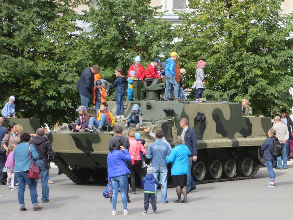 "Десантный бронетранспортер БТР-МДМ ""Ракушка-М"".  Курган, улица Гоголя"