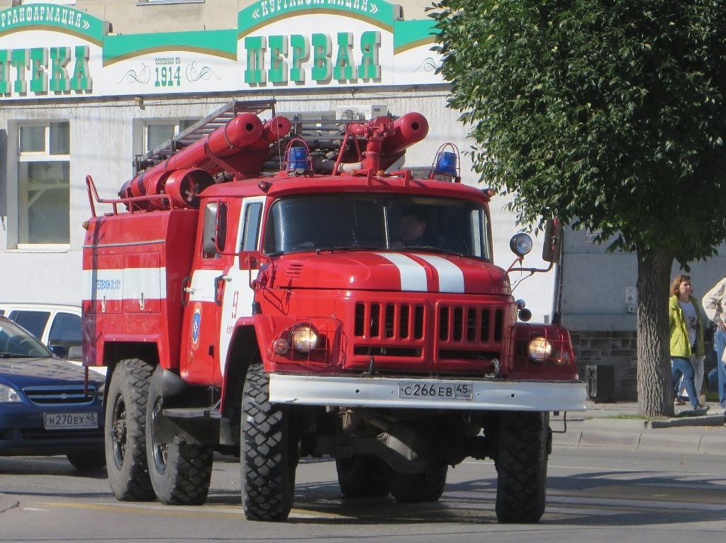 Пожарная автоцистерна АЦ-2,5-40(131)-6ВР на шасси АМУР-5313 #С 266 ЕВ 45. Курган, улица Ленина