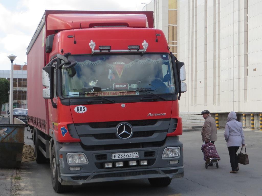 Бортовой грузовик Mercedes-Benz Actros 2532 #К 233 ОА 77. Курган, Троицкая площадь