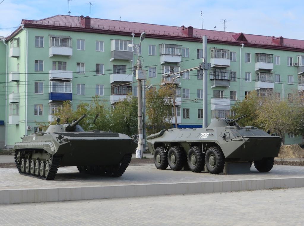 Боевая машина пехоты БМП-1, Бронетранспортёр БТР-60.  Курган, Пролетарская улица