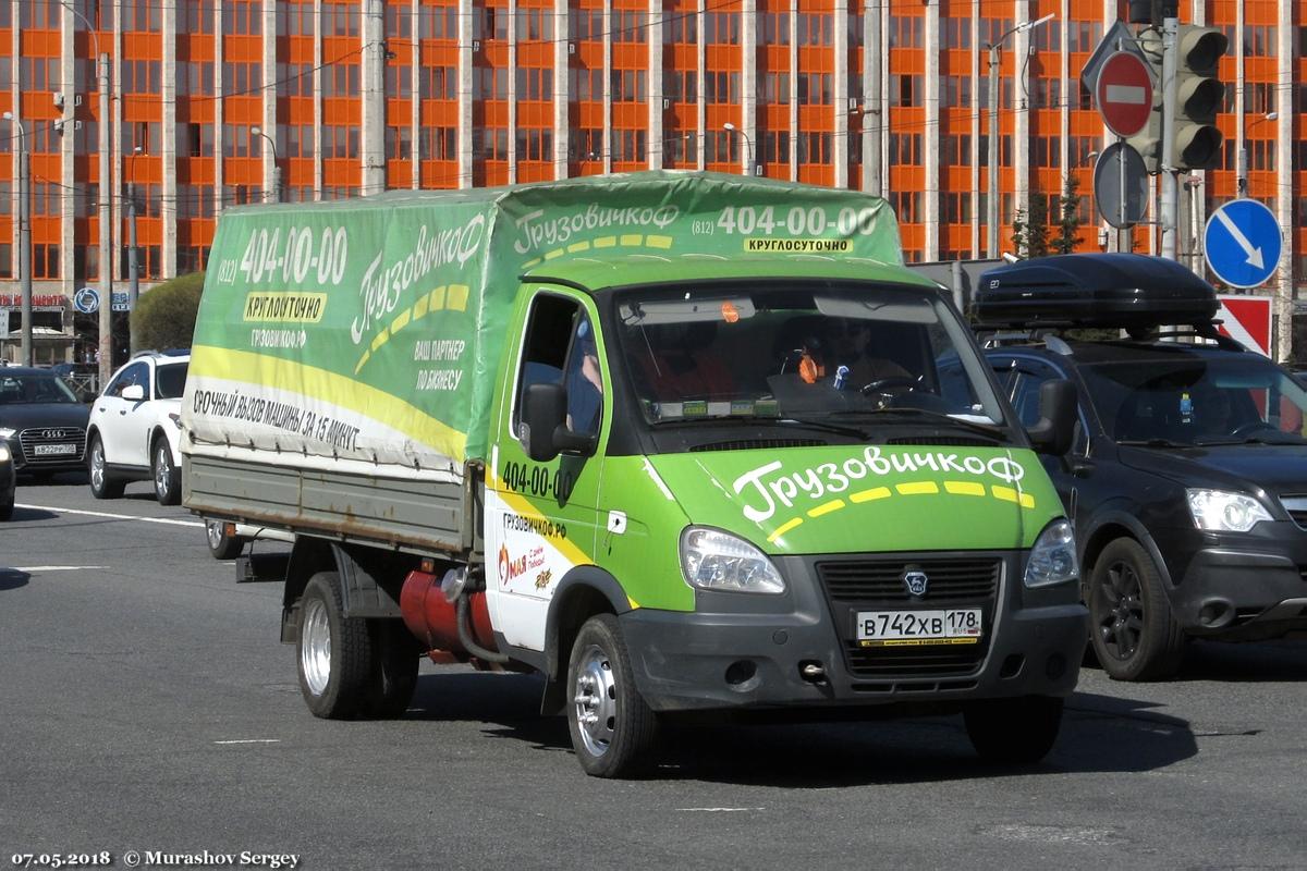 """Грузовое такси ГАЗ-330202 """"Газель"""" #В 742 ХВ 178 Санкт-Петербург, площадь Конституции. Санкт-Петербург"""