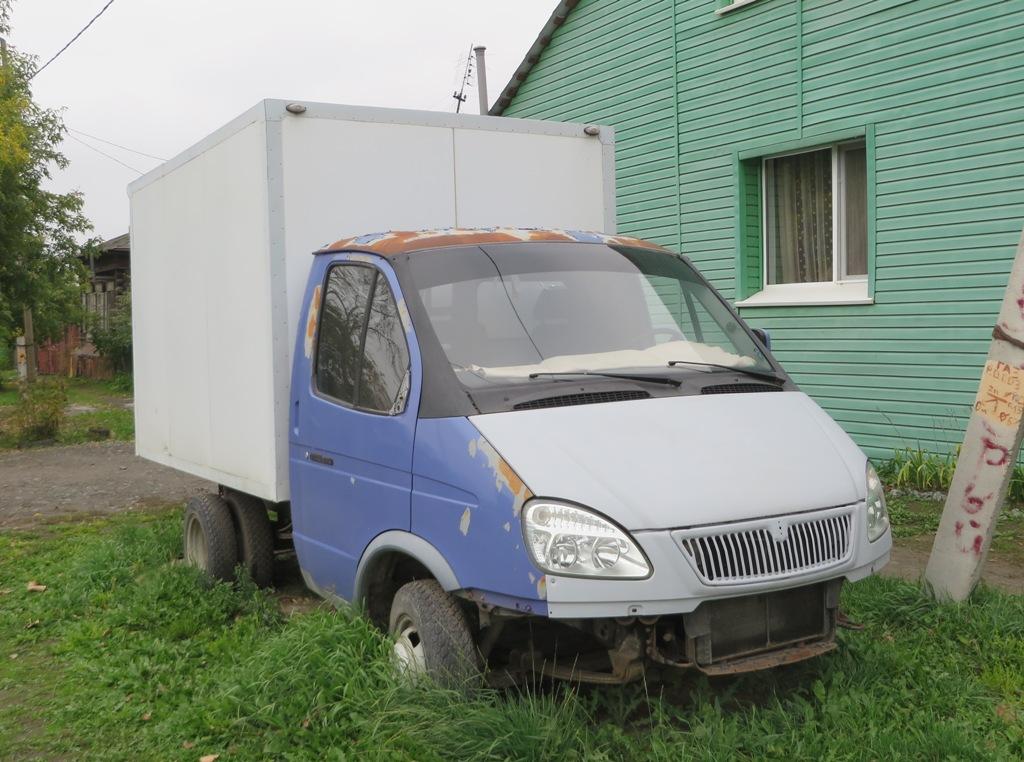 """Фургон ГАЗ-3302 """"Газель"""".  Курган, улица Климова"""