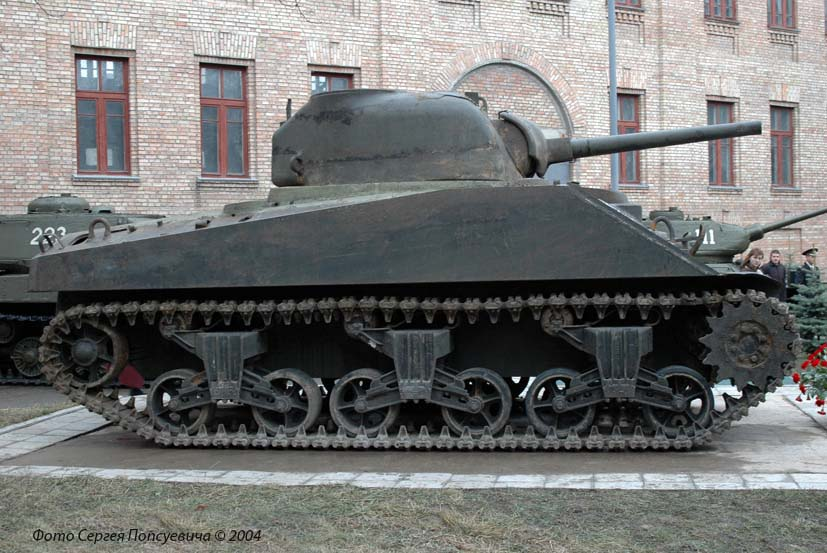 Средний танк M4A2 Sherman. Киев, Воздухофлотский проспект.