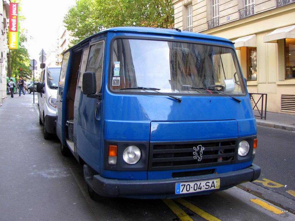 Фургон Peugeot J9 Karsan. Франция, Париж