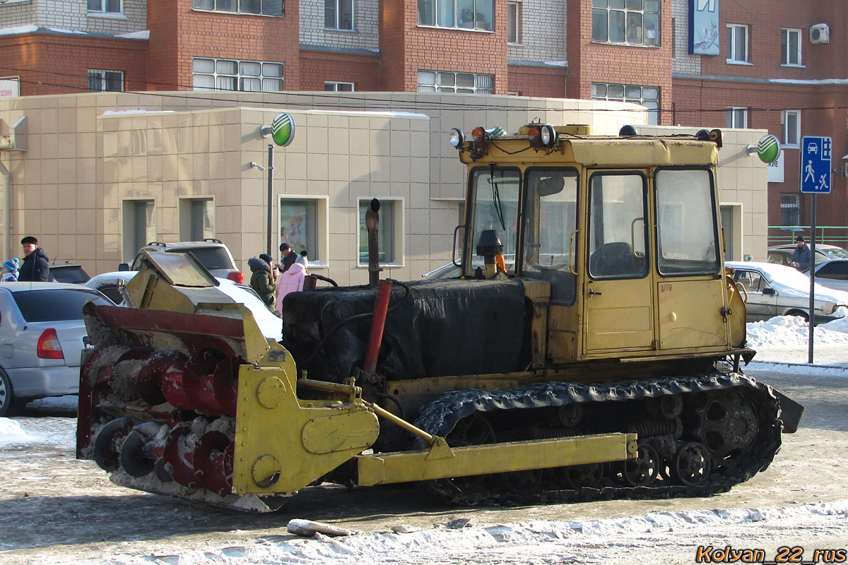 Шнекороторный снегоочиститель на базе трактор ДТ-75. Алтайский край, Барнаул, улица Попова