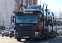 Седельный тягач Scania Р380 LА 4х2 НLВ с автовозом LOHR#В 805 НУ 98. Псков, Рижский проспект