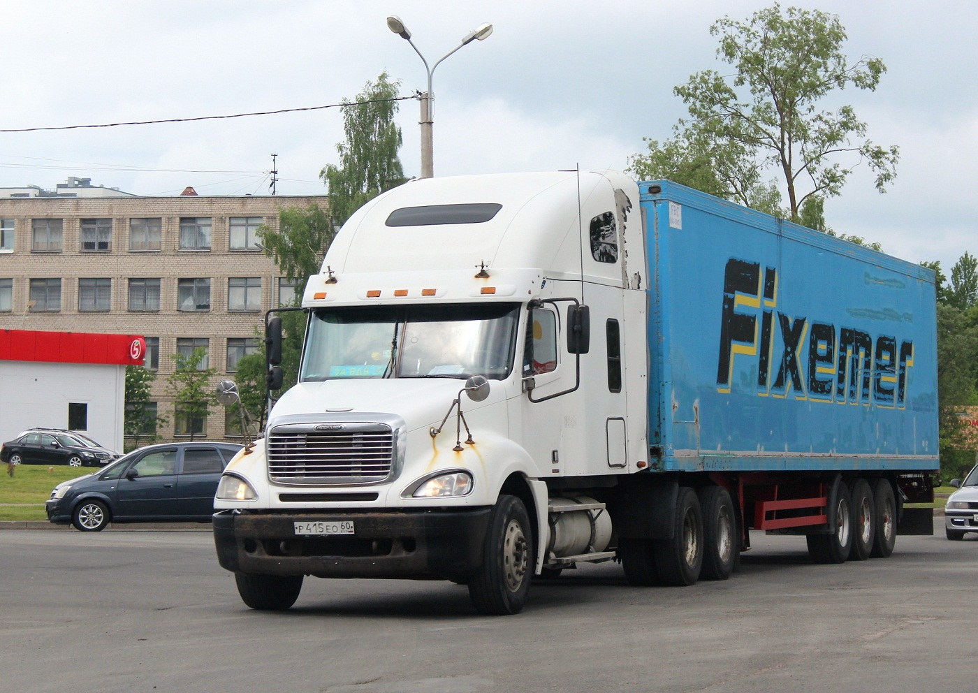 Freightliner Columbia #Р 415 ЕО 60. Псков, улица Леона Поземского