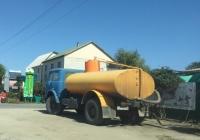 Автоцистерна АЦ-8-500 на шасси МАЗ-500АШ, используемая для доставки воды, #АР7025АВ. Запорожская область, пгт. Кирилловка, улица Федотова коса