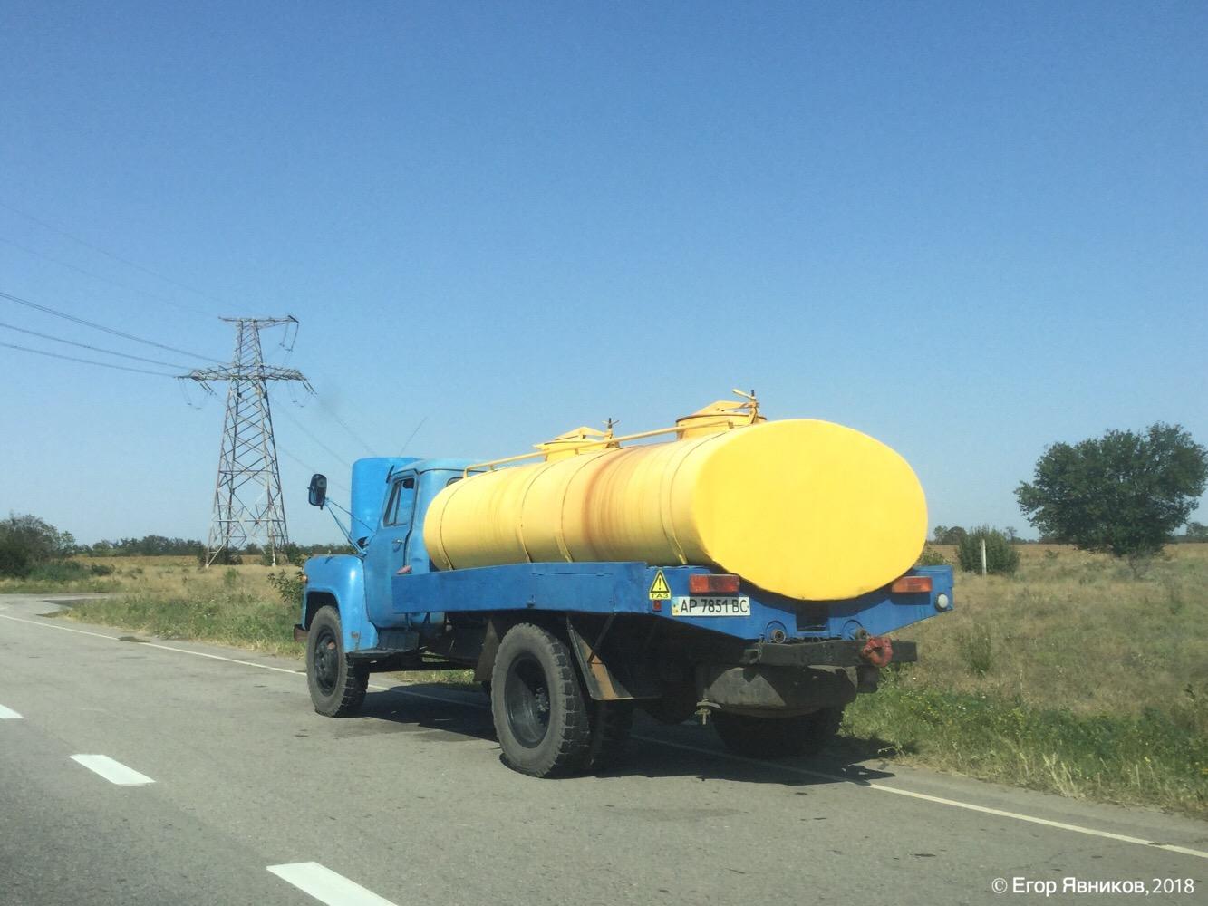 Молоковоз АЦПТ-3,3 на базе ГАЗ-53-12, #АР7851ВС. Запорожская область, автодорога Е105