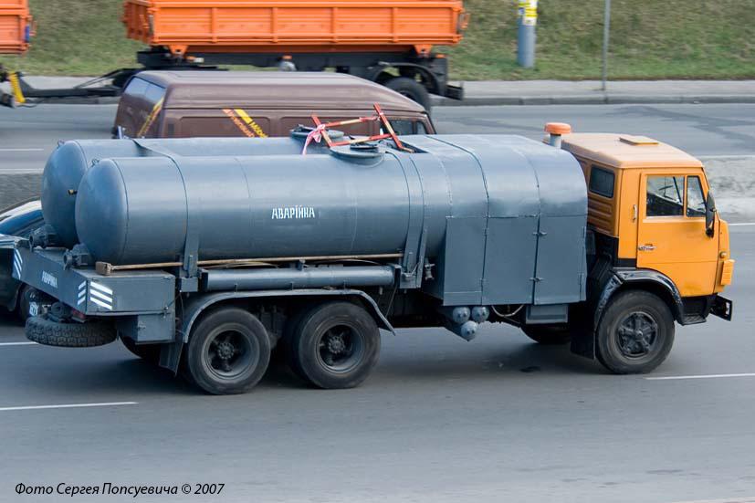 Вакуумная машина КО-505А на базе КамАЗ-53213 . Киев, Окружная дорога / проспект Победы