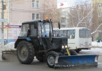 Коммунальная машина на базе трактора Беларус-82.1 (МТЗ-82.1).  Курган, улица Куйбышева