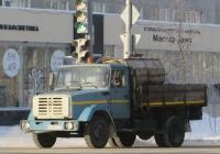 Бортовой грузовик ЗиЛ-433362 #Е 009 КК 45.  Курган, улица Ленина