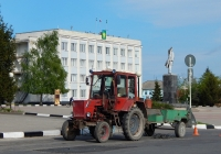 Трактор Т-25 # 0491 ЕТ 31 с прицепом  # 0497 ЕТ 31. Белгородская область, г. Алексеевка, пл. Победы