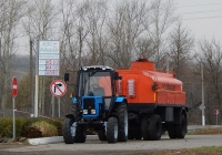 Трактор Беларус-82.1 с прицепом-цистерной. Белгородская область, Ровеньский район, с. Айдар