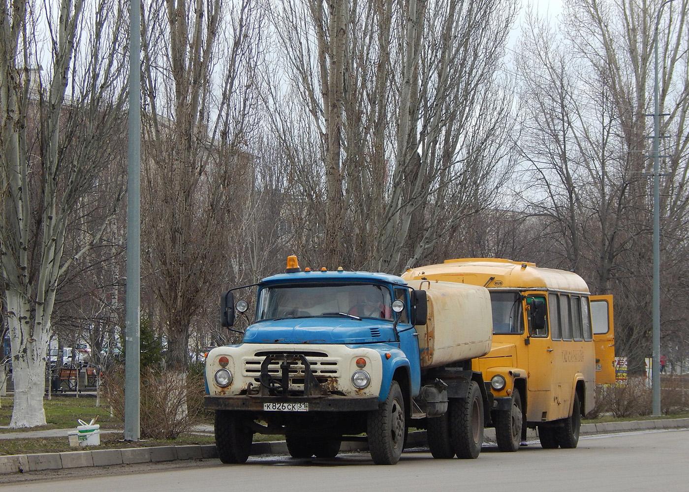 Поливомоечная машина КО-002 на шасси ЗиЛ-431412 # К 826 СК 31. Белгородская область, г. Алексеевка, ул. Мостовая