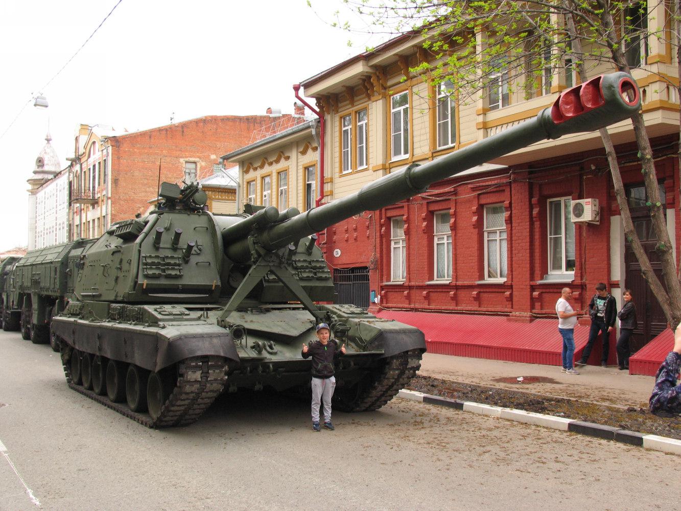 самоходное артиллерийское орудие 2С19 Мста. г. Самара, ул Молодогвардейцская
