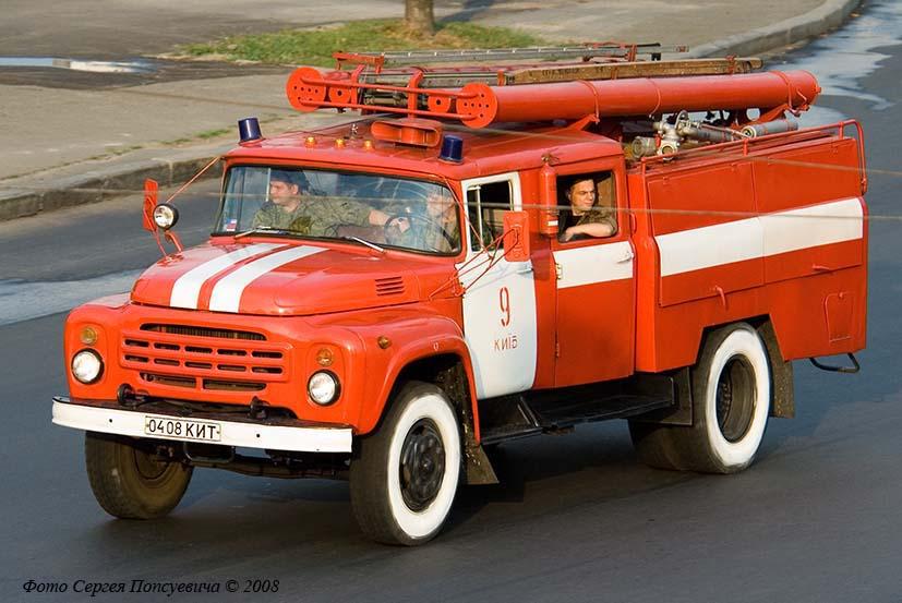 Пожарная автоцистерна АЦ-40(130)-63Б на шасси ЗиЛ-130* (шасси). № 04 08 КИТ.. Киев, проспект Победы.