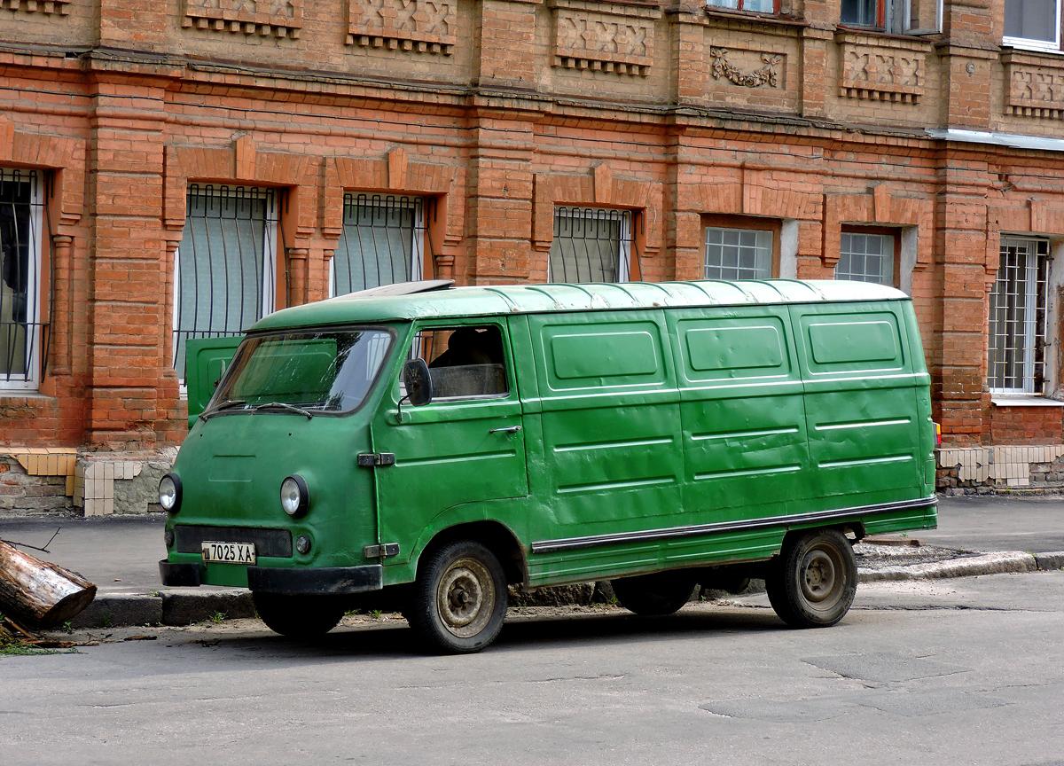 Грузовой фургон ЕрАЗ-762В #ш 7025 ХА. Харьковская область, г. Харьков, Кузнечная улица