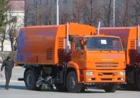 Подметально-уборочная машина КО-318Д на шасси КамАЗ-53605. Курган, площадь имени В.И. Ленина